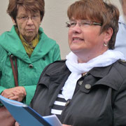 Angela Schramm informiert über historisches zur Kirchgemeinde.
