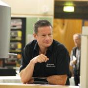 Daniel Grünig von G+E in Malters, hier an der Hausmesse werden sie vom Chef bedient.......