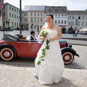 Hochzeit Thüringen Braut mit Oldtimer