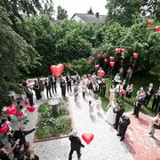 Hochzeit Ammersee Gruppenfoto Ballon Herzen