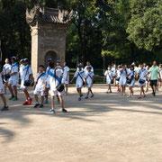 Junge Chinesen auf dem Schulausflug während den Ferien