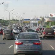 und zum Schluss der Sonntagabend-Verkehr von Moskau