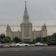 """eines der 7 """"Hochhäuser"""" Moskaus"""
