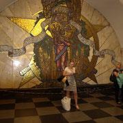 verziert mit riesigen Mosaiken