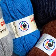 Mehr Wollmix-Fraben: Hellgrau, Ozeanblau, Dunkelblau und Mittelbraun
