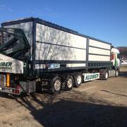 Caminhão transportando o secador de piso móvel