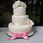 pastel boda blanco con rosas