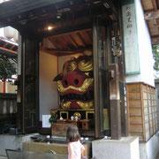 築地の神社の獅子