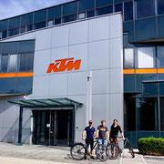 Matthias Grick übergibt uns zwei KTM Life Lontano P1.18!