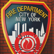 FDNY Logo in der Eingangshalle der Fire Academy The Rock