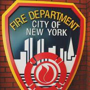 FDNY Logo in der Eingangshalle der Fire Academy The Rock
