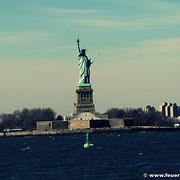 Blick auf die Freiheitsstatue von der South Ferry aus
