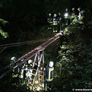 Sicherung der Leiterbrücke mittels Mehrzweckleiter