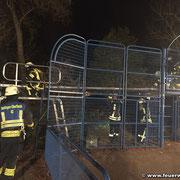 Rettung mittels Leiterbrücke wird vorbereitet