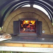 Feuer im Holzbackofen