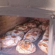 Brot im Holzofen