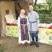 Alain et fabienne FACQUEUR font la promotion de leur ouvrage sur Aldric le mérovingien.