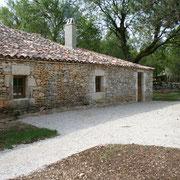 la terrasse de l'auberge - venez vous restaurez lors de votre séjour en gîte dans le lot sur les causses du Quercy.