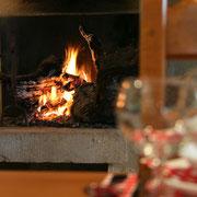 le restaurant avec son feu de cheminée