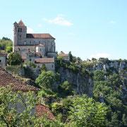 Saint Cirq Lapopie un village qui surplombe le fleuve le LOT