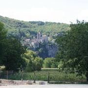 le village de Saint Cirq Lapopie vu de loin
