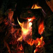 un bon feu de cheminée dans l'auberge du Mas d'Aspech - où vous retrouverez une soupe cuite au feu de bois