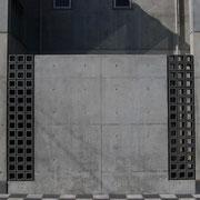 いぶしブロックは、コンクリートとの相性も抜群。
