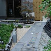 創作瓦の庭。