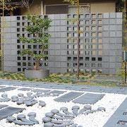 瓦の庭、IBUSHI BLOCK。