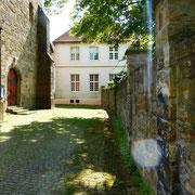 Bereits 1139 werden dem Kloster die Pfarreien Werne und Ahlen inkorporiert, später sind auch in Bork, Stadtlohn und andernorts Cappenberger Stiftsherren als Pfarrer tätig.
