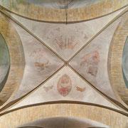 Als ultimative Motivation bzw. Warnung für den Beter zeigt das Gewölbefresko über dem Chorgestühl (Ende 14. Jh.) den wiederkehrenden Christus und das Jüngste Gericht.