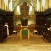 """Unter dem Vierungsgewölbe steht als größtes Ausstattungsstück der Kirche das Chorgestühl, """"das reichste, brillanteste, besterhaltene Werk dieser Art in ganz Westfalen"""", wie Wilhelm Lübke 1853 festhielt."""