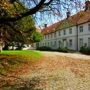1708 wurden die neuen Propsteigebäude fertiggestellt, die heute im Besitz der gräflichen Familie von Kanitz sind und vom Kreis Unna als Museum mitgenutzt werden.