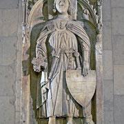 1097 wird der spätere Graf Gottfried III. auf Cappenberg geboren (im Bild die Grabtumba des Heiligen im südlichen Querhaus der Stiftskirche).