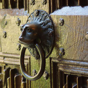 Zwar war das Cappenberger Stift bis zuletzt für seine große Mildtätigkeit bekannt (im Bild der als Asylring verwendete spätromanische Löwenkopftürzieher des nördlichen Seitenportals).