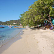 Am Strand in der Tyrel-Bay,  Carriacou  mit Pumpi´s Bar.