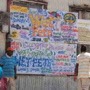 Inselevents werden angekündigt: Auf einer großen Tafel auf der Hauptstrasse in Hillsbourogh