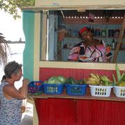 War mit einem Deutschen verheiratet..... Denise, Gemüse- und Obstverkäuferin am Strand von Tyrel-Bay / Carriacou
