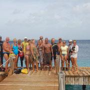 Fun-Schwimmen von Bonaire nach KleinBonaire  Gruppenfoto vor dem Start.....