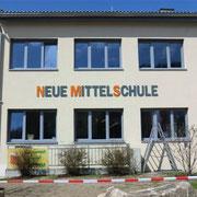 Neue Mittelschule St. Leonhard/Fr. - Acryloxbuchstaben durchgefärbt 8mm