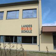 Landesmusikschule St. Leonhard/Fr. - Acryloxbuchstaben durchgefärbt 8mm