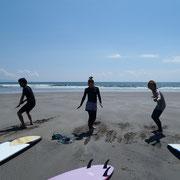 まずはしっかり陸上でトレーニング!しかし今日は砂浜が激熱でした。