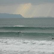 思ったより風が吹かない一日でいい波だった