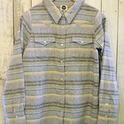 ラグっぽい素材のシャツ暖かです。8,925yen