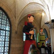Hôtel de Ville, les géants dans le hall / Photo JH