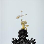 La girouette neuve en haut du beffroi / Photo JH