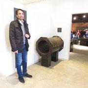 Massimo Wild der WIld Armaturen AG, Jona, führt durch die Technische Galerie
