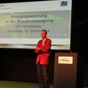 Guido Helbling (Hetzer, Jäcklin+Partner AG, Uster) referiert über die Energiegewinnung in der WV