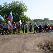 Очередное шествие учащихся и учителей в День Победы. 2012г.