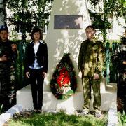 Возложение цветов и венка к памятнику односельчанам, погибшим на войне